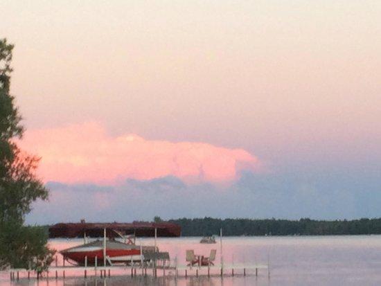 Ruttger's Bay Lake Lodge : Lake in the evening
