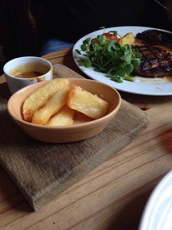 Three Horseshoes Inn : Mahoosive chips with Ribeye steak