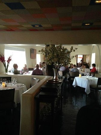 The Compound Restaurant : Cozy and well decorated environment
