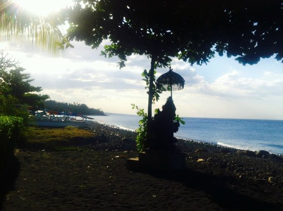 Arya Amed Beach Resort: Seaside