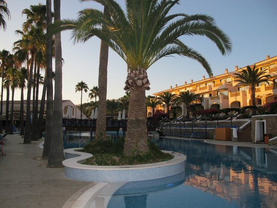 Royal Son Bou Family Club : Zona piscina