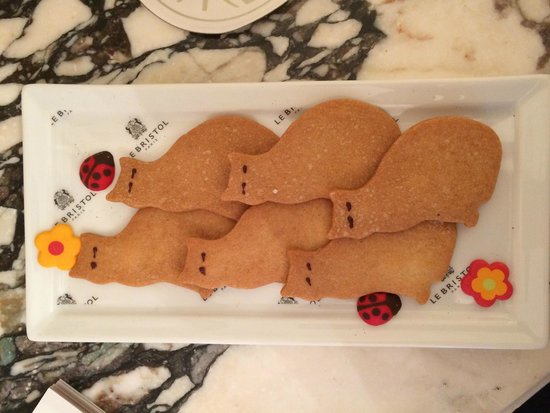 Le Bristol Paris: Welcome cookies