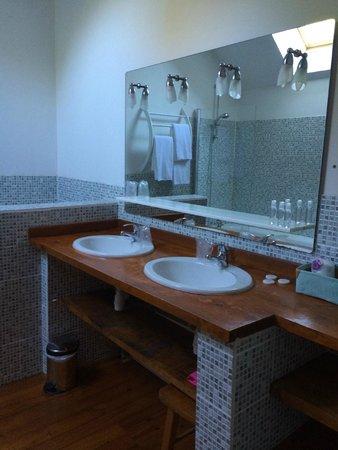 Le Colombier du Manoir: Salle de bain Bayeux