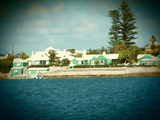 Greenbank Guest House and Cottages: Greenbank from the Ferry
