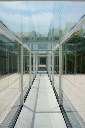 21st Century Museum of Contemporary Art : 中廊下