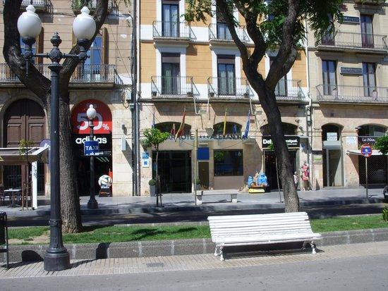 Alexandra Aparthotel : l'hotel visto dalla Rambla