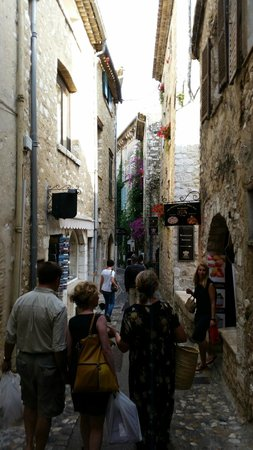 Saint-Paul de Vence : The big Rue Grande