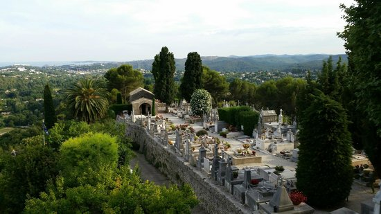 Saint-Paul de Vence: A view from the outermost view point in St Paul. Just below is the local cemetery.