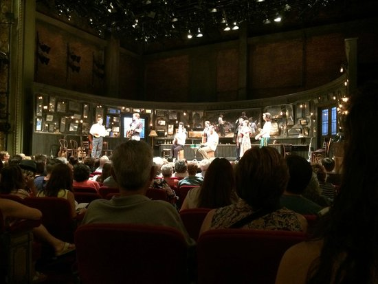Once - A New Musical: Palco