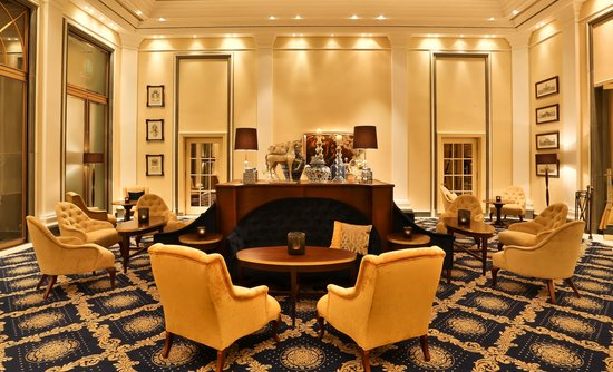 Excelsior Hotel Ernst: Lobby Lounge