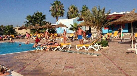 Houda Yasmine Hammamet : jumping over the sunbeds