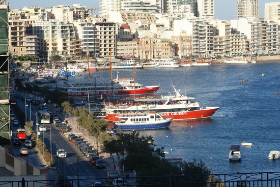 The Waterfront Hotel: View from balcony looking towards Sliema