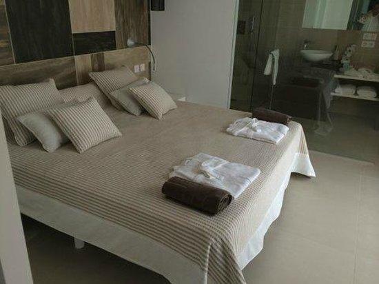 Hotel Baie des Anges : master suite bedroom