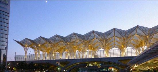 Vasco da Gama Shopping Center : iluminação em frente à saída