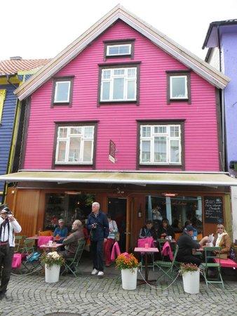 Old Stavanger: Colori vivaci per le case in legno