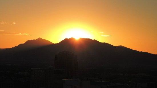 Bally's Las Vegas Hotel & Casino: Lever du soleil à droite (est)