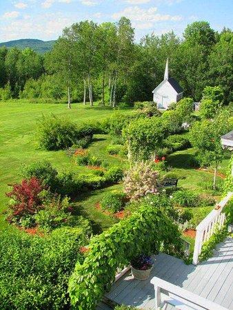 Kings Hill Inn : gardens