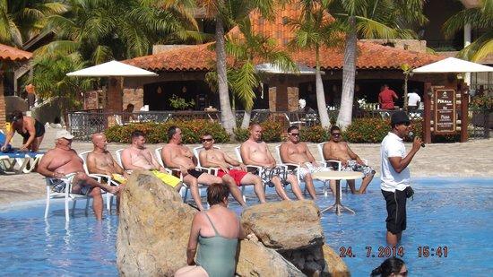 IFA Villas Bavaro Resort & Spa : Petite animation au bord de la piscine principale
