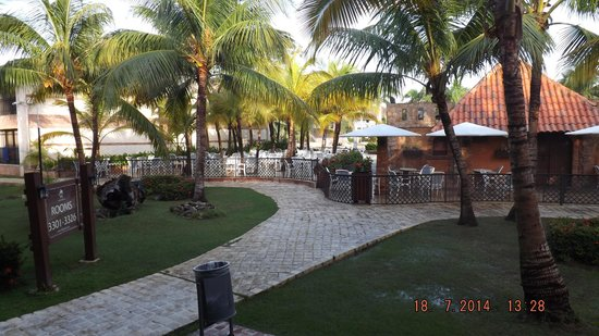 IFA Villas Bavaro Resort & Spa : Sortie de notre chambre en direction du bar à pizza
