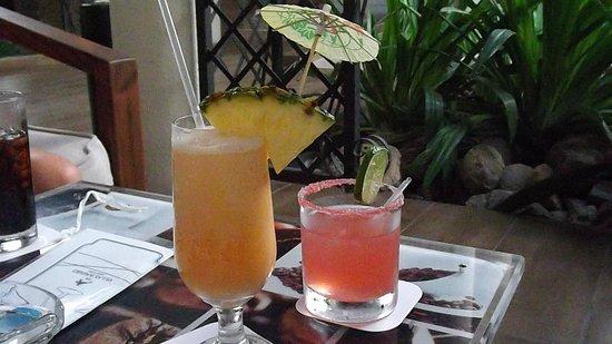 IFA Villas Bavaro Resort & Spa : Cocktails servis à volonté, avec modération bien sur