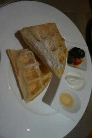 Capella Singapore: The freshly made waffles for breakfast