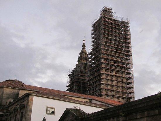 Hospederia San Martin Pinario: Vista de una de kas torres de la Catedral