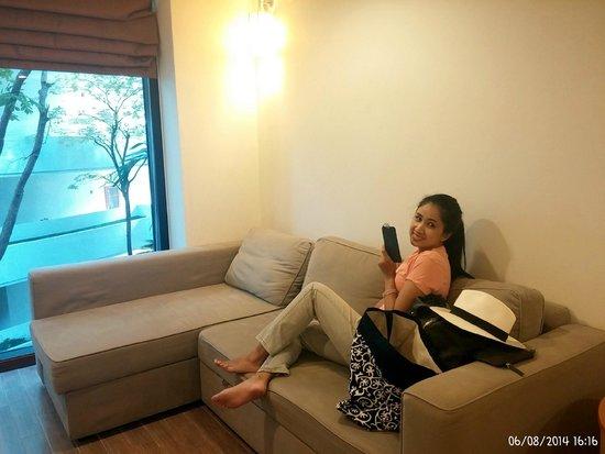ibis Hua Hin: Common area which have a big sofa