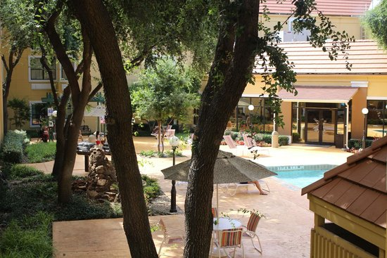 Holiday Inn Express Hotel & Suites-DFW North: View of pool from 2nd floor