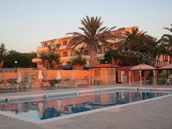 Vrachia Beach Hotel & Suites: 1