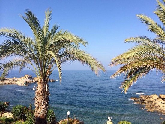 Vrachia Beach Hotel & Suites: Vista do hotel para o mar