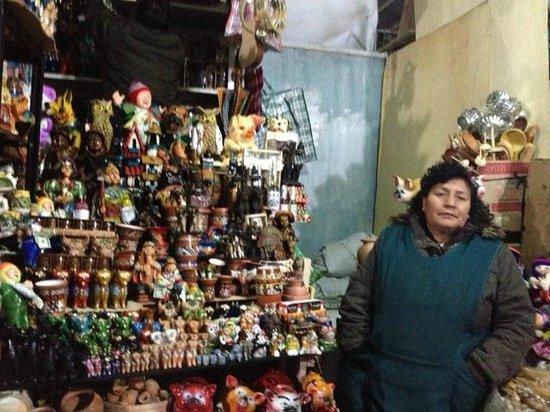 Mercado Central de San Pedro : lindas peças de artesanato