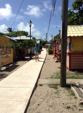 Robert's Grove Beach Resort: World's narrowest main road - Placencia, BZ