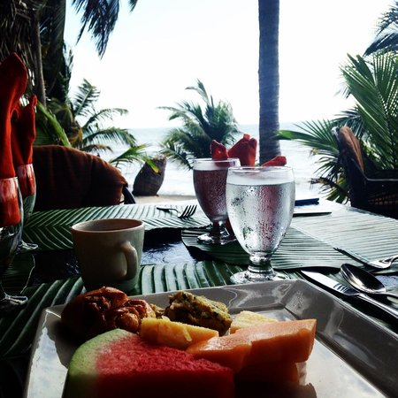 Robert's Grove Beach Resort: Breakfast with a view