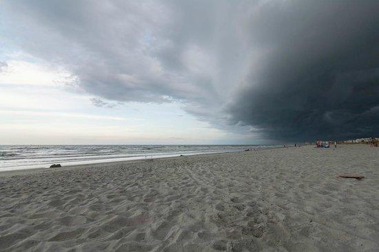 Myrtle Beach State Park: Stormy beach