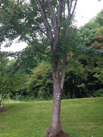 BEST WESTERN Smoky Mountain Inn: Mr. Tree