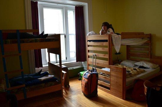 Hi-Quebec, Auberge Internationale de Quebec: our big, comfy room!