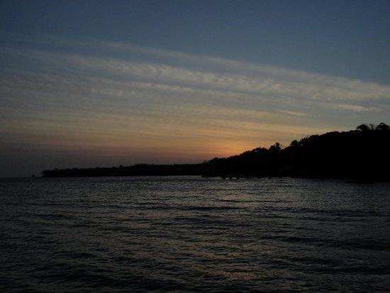 Tours en Islas del Rosario: atardecer en isla grande
