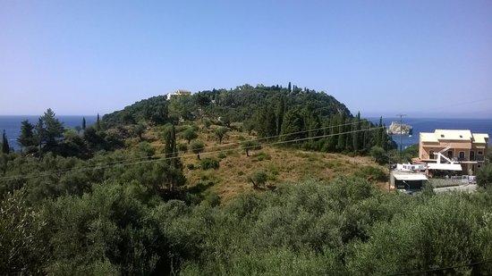 Arianna: Vista dalla camera. Paleokastritza e il monastero