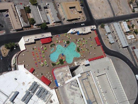 Stratosphere Hotel, Casino and Tower: vue de la piscine du haut de la Tower