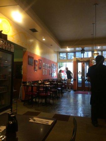 Pat's Cafe: Interni