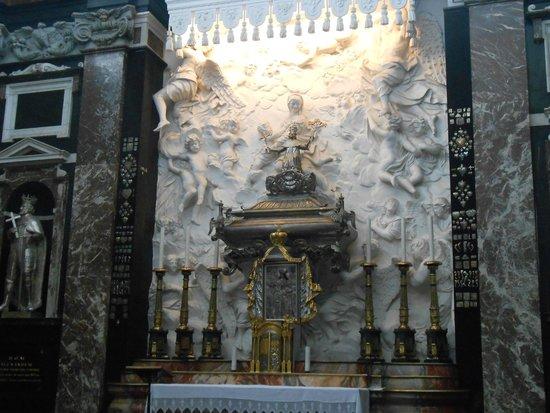 Cathedral (Arkikatedra Bazilika): 1