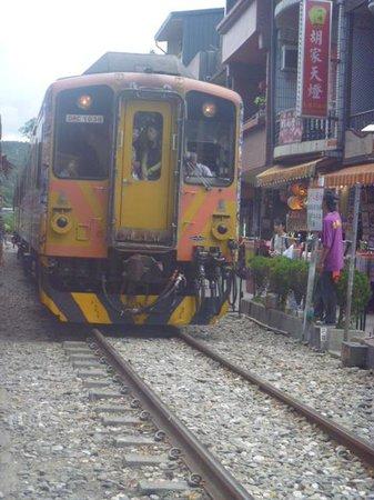 Shifen Old Street : Train At Shifen Station
