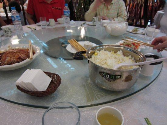 Chen Mapo tofu (Luomashi): 円卓