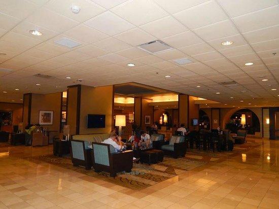 Los Angeles Airport Marriott: Hotel lobby