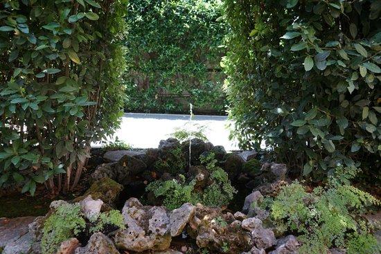 Villa Spalletti Trivelli: Little Fountain
