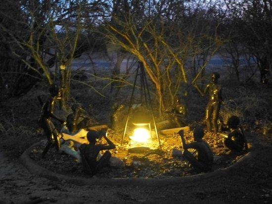 African Rock Lodge: Leuke beeldengroep Bushmen
