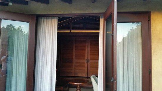 Royal Isabela: Doors!