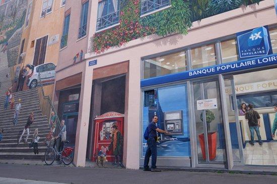 Le Mur Des Canuts: ATM