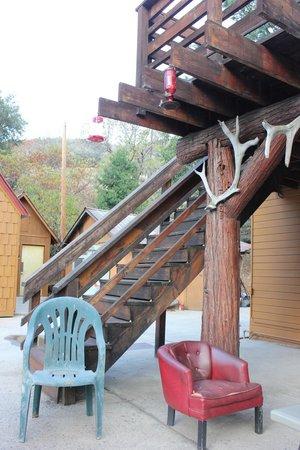 Kings Canyon Lodge: Outside patio
