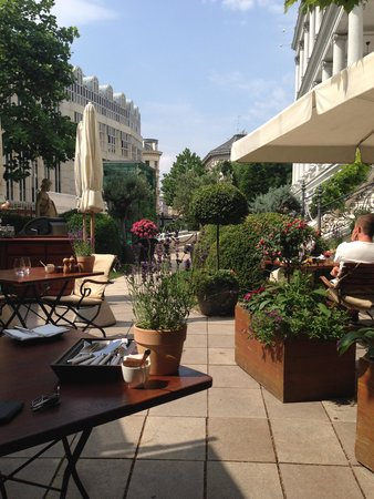 Palais Coburg Hotel Residenz: Terrazza Clementine